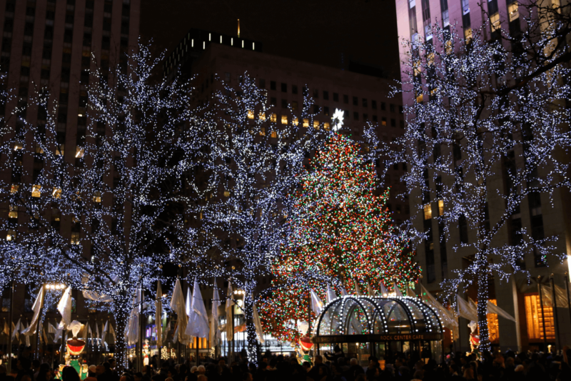 Christmas in new york city our favorite holiday decorations for Home holidays new york manhattan