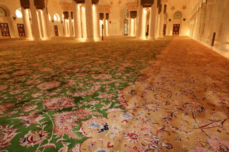 Abu Dhabi S Awe Inspiring Sheikh Zayed Grand Mosque